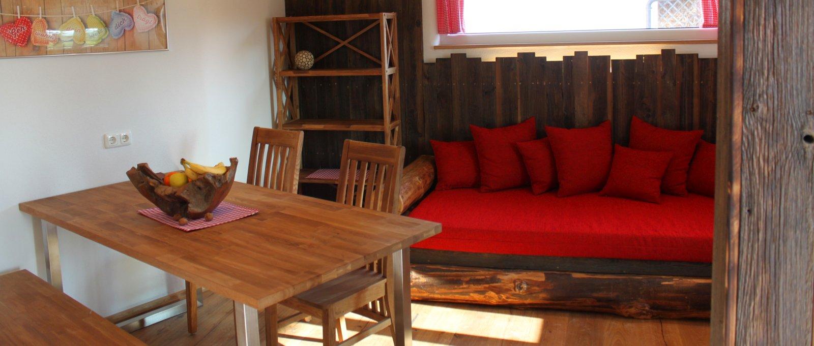 ferienwohnung-gaensebluemchen-bayern-wohnzimmer-panorama-1600
