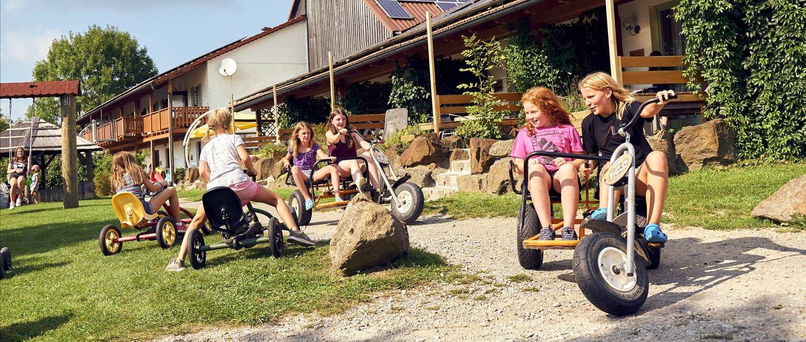 ponyferienhof-panoramabilder-niederbayern-kinder-ponyhof-spielen