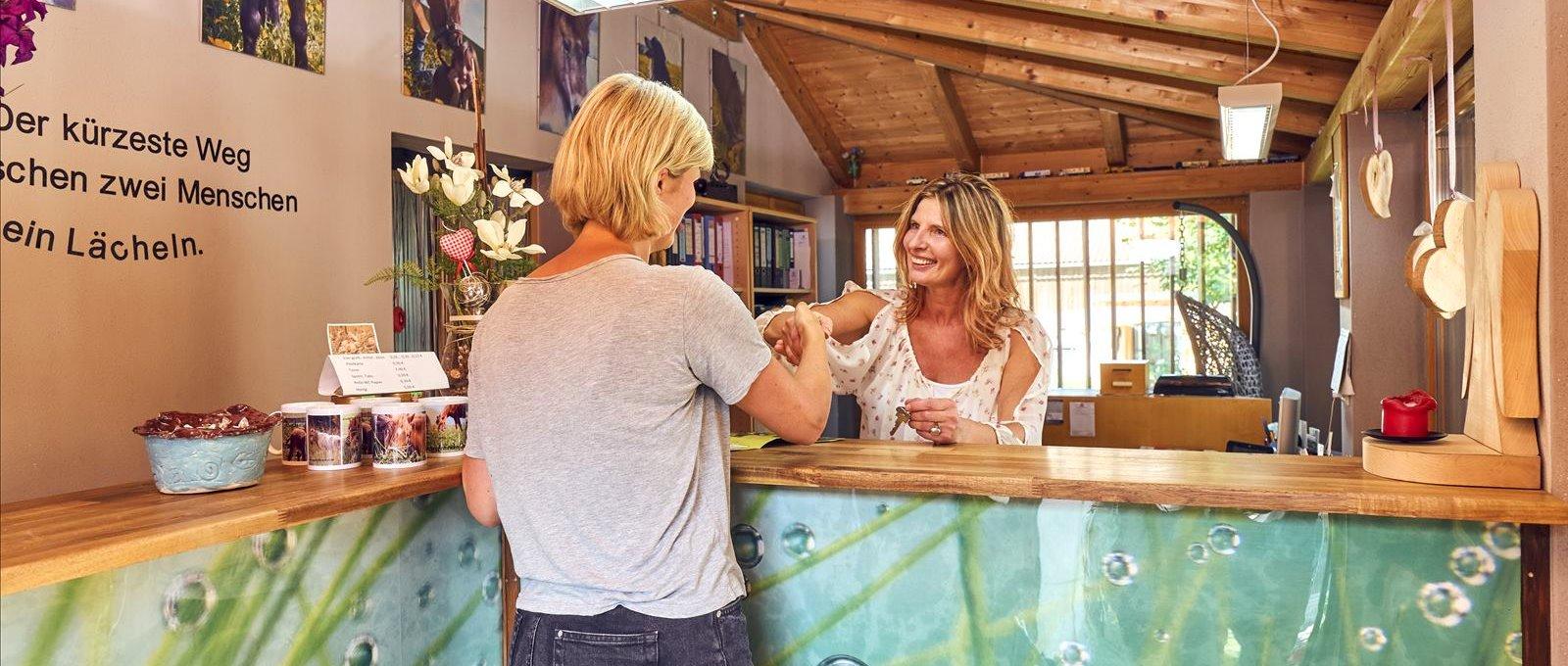 ponyferienhof-panoramabilder-wellnessurlaub-niederbayern-massage-kosmetik